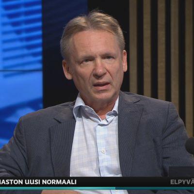 Oulun yliopiston kansanterveystieteen professori Jouni Jaakkola A-studiossa.