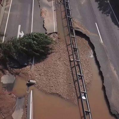 Veden alle jääneen valtatien raivaus jatkuu Saksan tulva-alueella