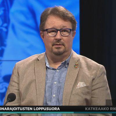 THL:n johtaja Mika Salminen A-studiossa.