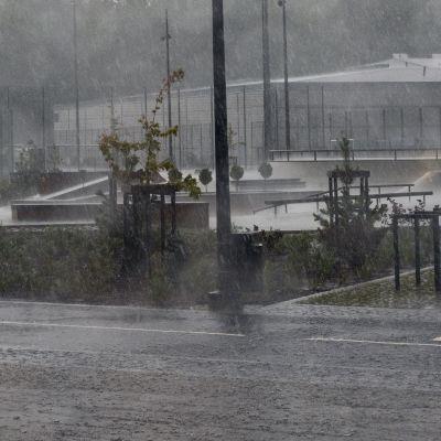 Sade perui Suomen suurimman skeittipuiston avajaiset
