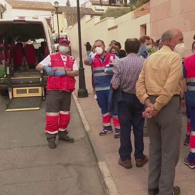 Aurinkorannikolla on evakuoitu yli kaksituhatta ihmistä
