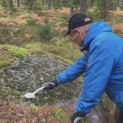 Onko tämä kiveen kaiverrettu hymiö 300 vuotta vanha ruotsalaisvitsi?