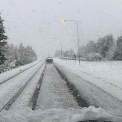 Varhain satanut ensilumi haittaa ajokeliä Lapissa ja Pohjois-Pohjanmaalla