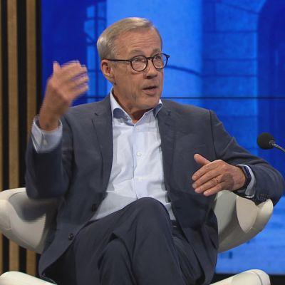 Taloustieteilijä Sixten Korkman A-Talkissa.