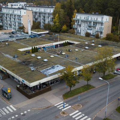 Video näyttää Helsingin ostareiden lumon ja tuhon, nyt kun lähiöhistoriaa puretaan pala kerrallaan