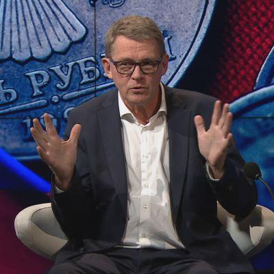 Kansanedustaja Matti Vanhanen (kesk.) A-studiossa.