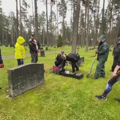 Hautakiviä kaadettu Lapinlahdella