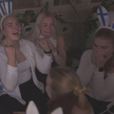 Suomi voitti kolmannen kerrran peräkkäin cheerleadingin maailmanmestaruuden! Katso joukkueen riemuisa reaktio