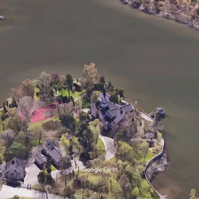Pääministerin virka-asunto Kesäranta Helsingin Meilahdessa Google Earth -palvelun kuvaamana.