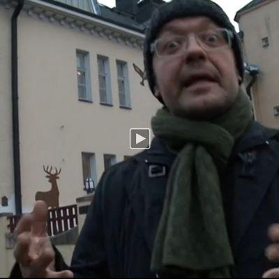 Stradan Jonni Roos tutustuu Lönnströmin taidemuseon suunnitelmiin luopua museorakennuksestaaan