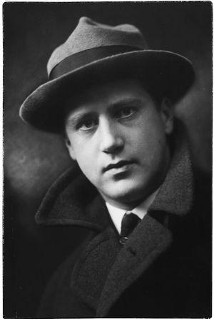 Pianotaiteilija ja säveltäjä Ilmari Hannikainen.