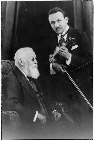 Boris Sirob (myöh. Sirpo) ja opettajansa Otakar Sevcik Pishekissä 1929.