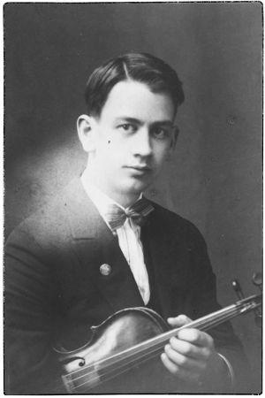 Viulisti ja säveltäjä Lauri Saikkola.