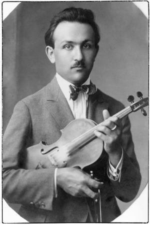 Nuori viulutaiteilija Boris Wolfson, myöhemmin Sirob ja vuodesta 1935 Sirpo.