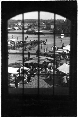 Näköala kauppatorille Pyöreästä tornista 1930-luvulla.