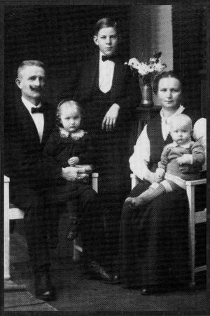 Toivo Aron perhe Viipurissa 1910-luvulla.