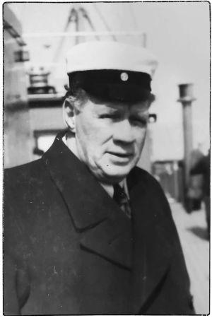 Viipurin Lauluveikkojen kuoronjohtaja Theodor Björklund Euroopan kiertueella keväällä 1939.