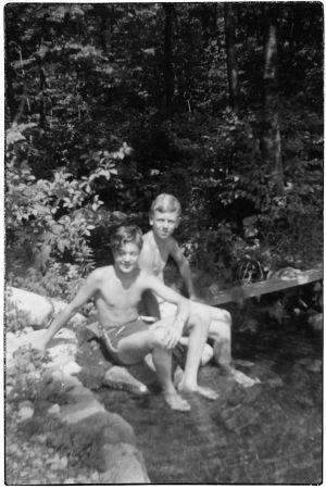 Heimo Haitto ja tuntematon poika Perkjärvellä kesällä 1930-luvun lopulla.