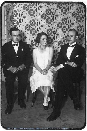 Pianotaiteilija Sergei Kulanko ja Viipurin Musiikkiopiston nuoria opettajia vuonna 1926.
