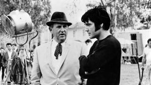"""Elvis Presley tillsammans med sin manager """"Överste"""" Tom Parker."""