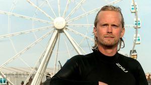 Niko Nieminen jobbar som kommunikationsspecialist vid Finlands Simundervisnings- och Livräddningsförbund.