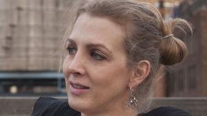 Närbild på dokumentärfilmsregissören Kimberly Reed.