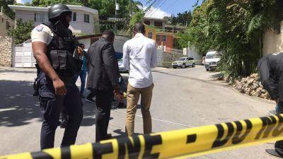"""Polistejp med texten """"Crime scene, do not cross"""" utanför presidentens bostad i Haiti."""