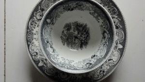 antik svartvit kaffekopp