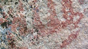 Saraakallion kalliomaalaus.