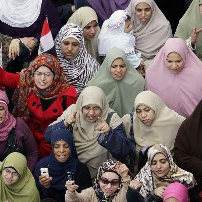 Egyptiläiset naiset osallistuivat mielenosoitukseen Tahririn aukiolla.