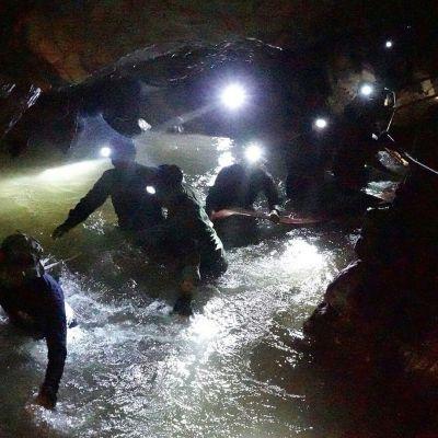 Thaimaan luolapelastuksen vaikein osa on vielä edessä – seuraa Ylen erikoislähetystä operaation etenemisestä