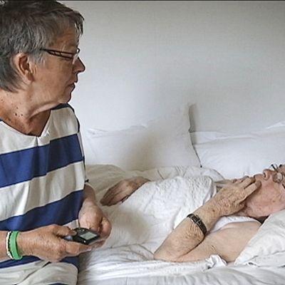 Ruotsissa yhä useampi heikkokuntoinen vanhus asuu kotona, vaikka ei enää pystyisi tai haluaisi.