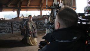 Skådespelaren Jorma Tommila spelar slottsherren Lars Tott på Raseborgs slott
