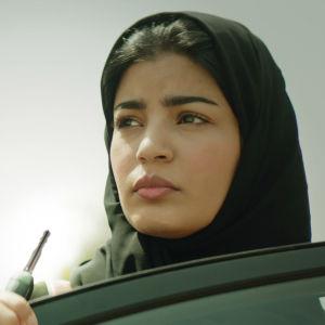 Närbild på Maryam (Mila Al Zahrani).