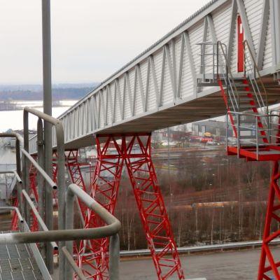 Alholmens kraftverk i Jakobstad har ramlat ner på listan över koldioxidutsläpp.