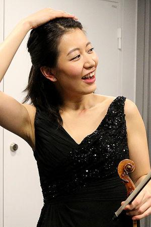 Christel Lee Bartokin viulukonserton jälkeen.