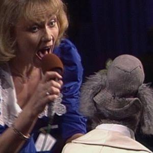 Ransu ja Inga Sulin tulkitsevat kappaletta Play a Simple Melody TV2:n 25-vuotisjuhalassa 1990.