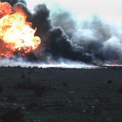 Öljyä palaa Kuwaitissa.