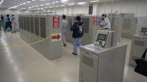 Säkerhetskontroll i Fukushima.