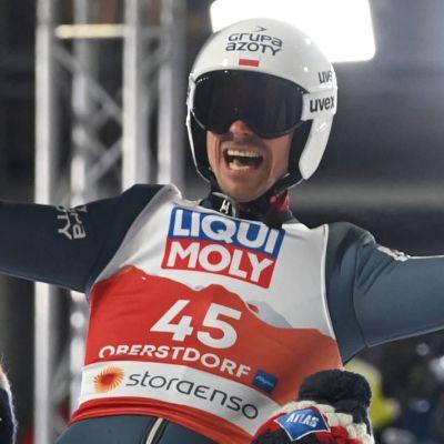 Piotr Zyla firar sitt VM-guld 2021.