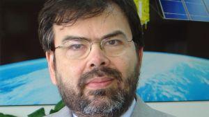 Gilberto Câmara ställer sig kritisk till satellitaffären.