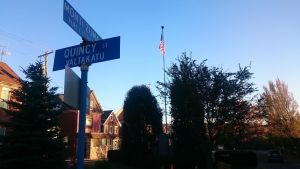 Engelsk- och finskspråkiga skyltar i Hancock, Michigan