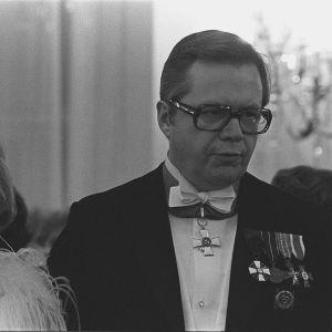 Airi Ilaskivi och Raimo Ilaskivi på presidentens slott 1975.