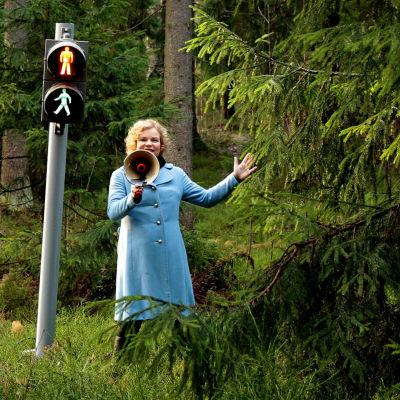 Minna Joenniemi metsässä