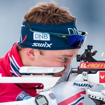 Johannes Thingnes Bö skjuter.