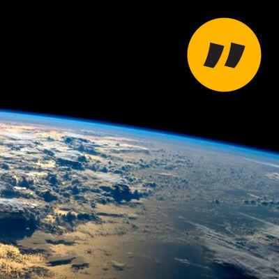 En bild av jorden med Marcus Rosenlunds kommentarstämpel.