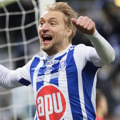 Tim Väyrynen jublar efter HJK-mål.