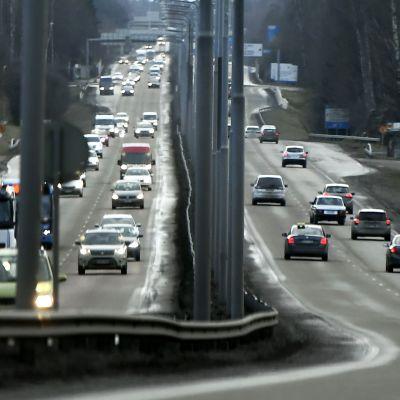Liikennettä Hämeenlinnanväylällä.