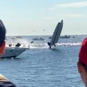 En båt flängs i luften till följd av en kollision i Hangö.