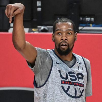 Kevin Durant kastar i OS.